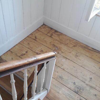 Teppiche wurden entfernt, der Riemenboden abgeschliffen und geölt