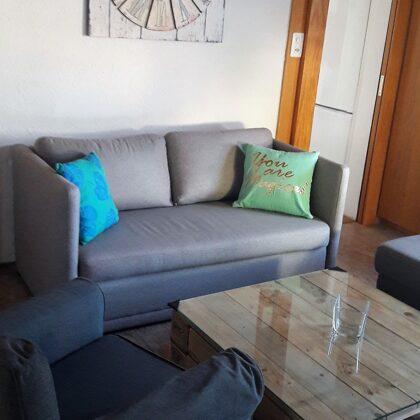 Wohnzimmer / Aufenthaltsraum mit Schlafcouch für 2 Personen